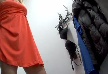 успел подсматривать в магазине нижнего белья пару